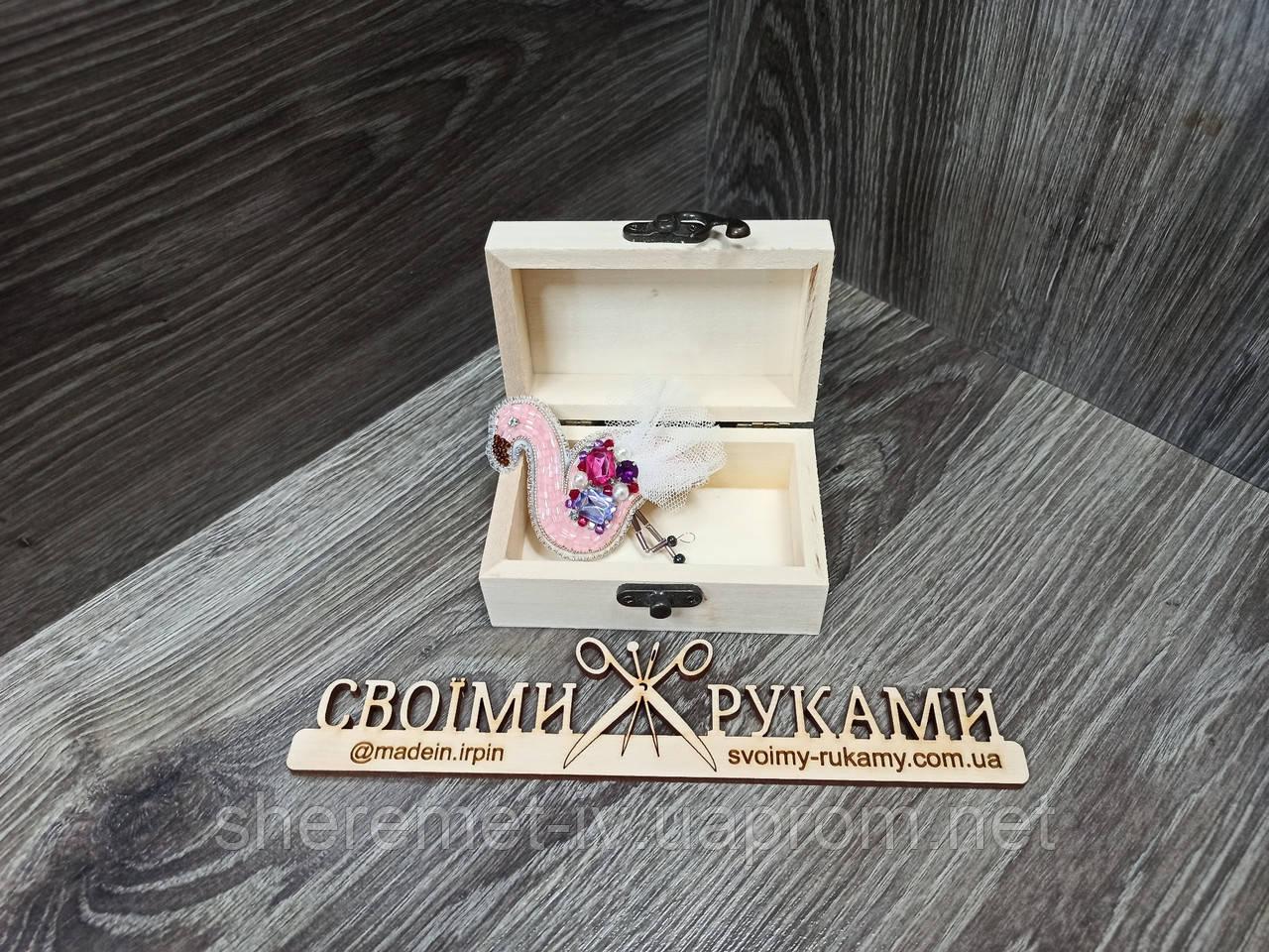 Авторская бисерная брошь фламинго  ручной  работы