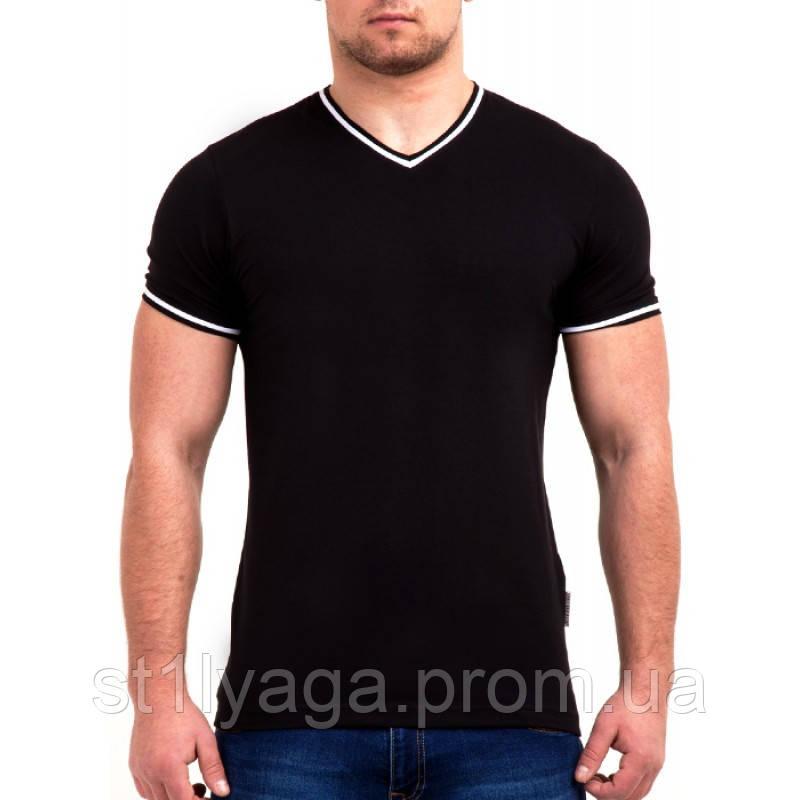 Черная футболка однотонная с V - образным вырезом