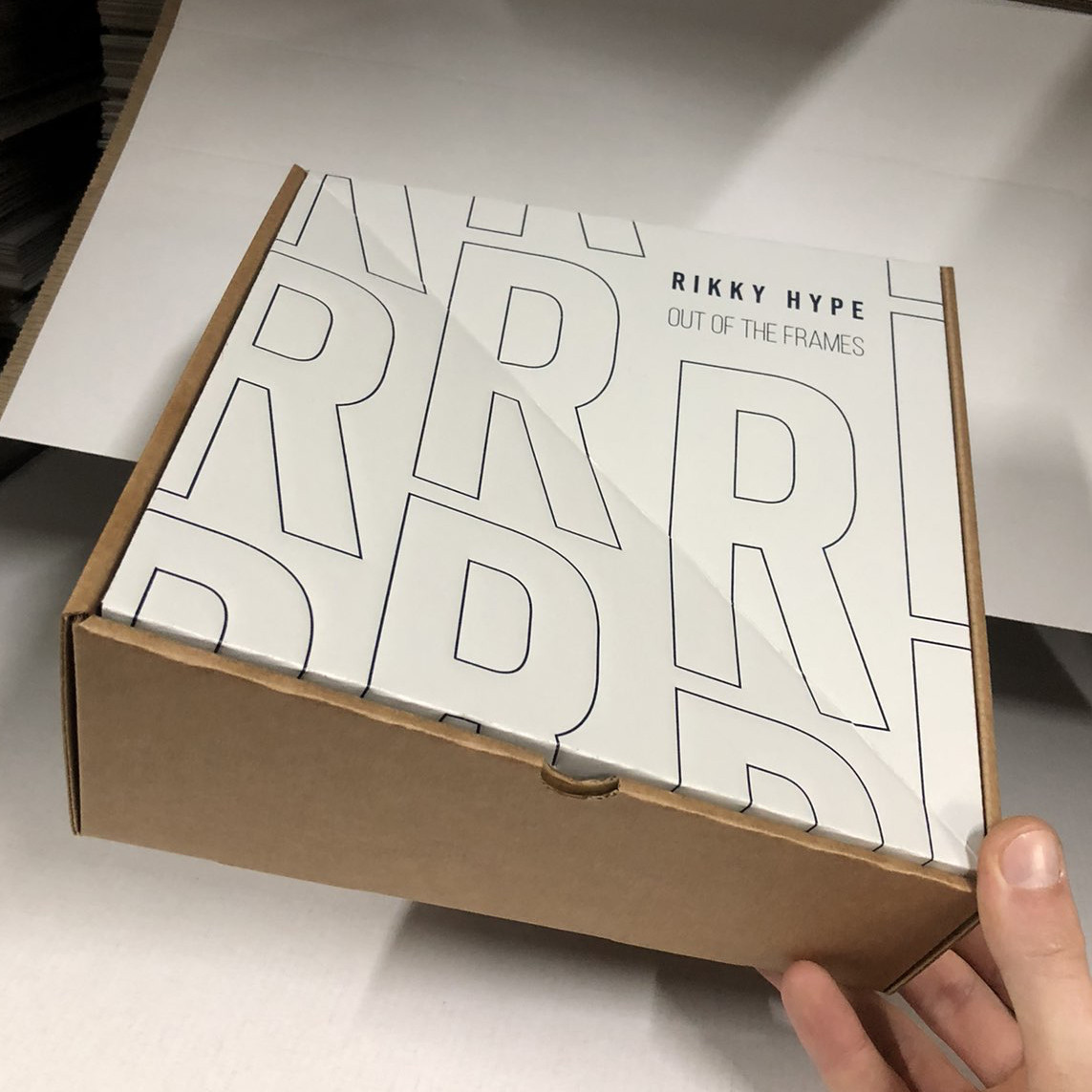 """Коробка фігурна дизайнерська """"Для сорочок"""" 215х215х65(100) мм"""