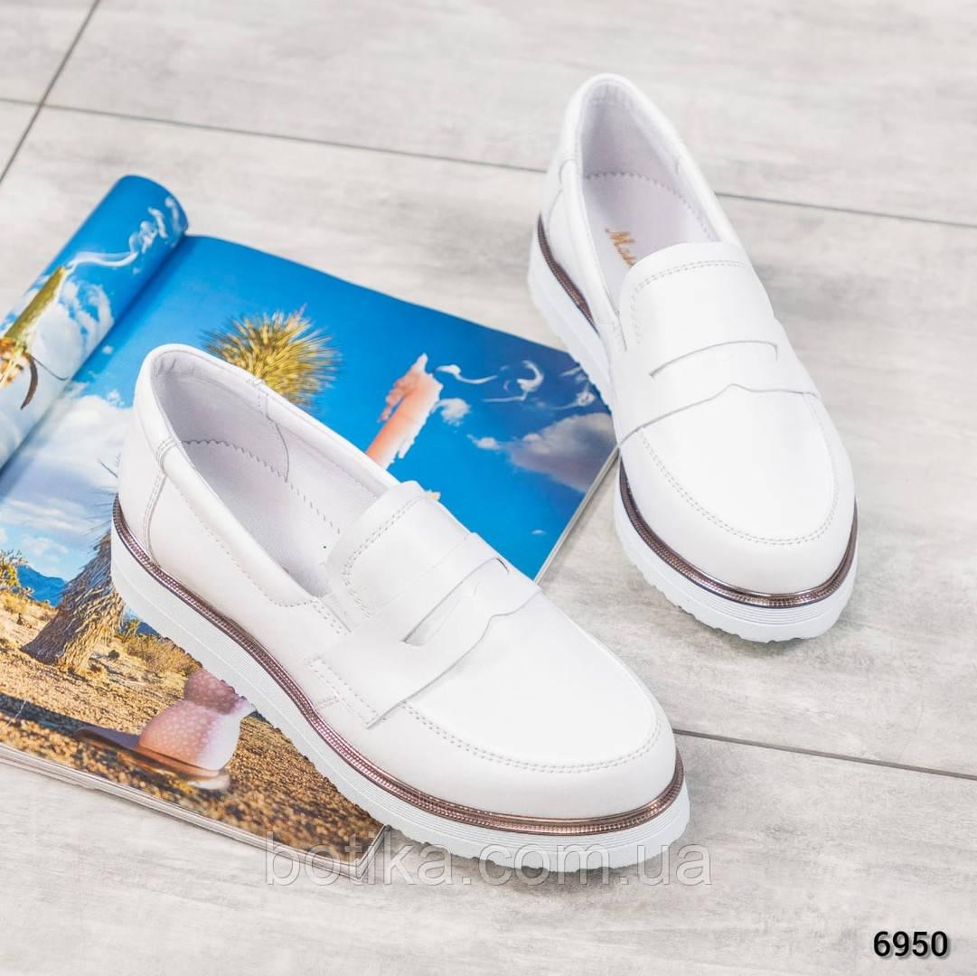 Стильные кожаные женские туфли лоферы белые