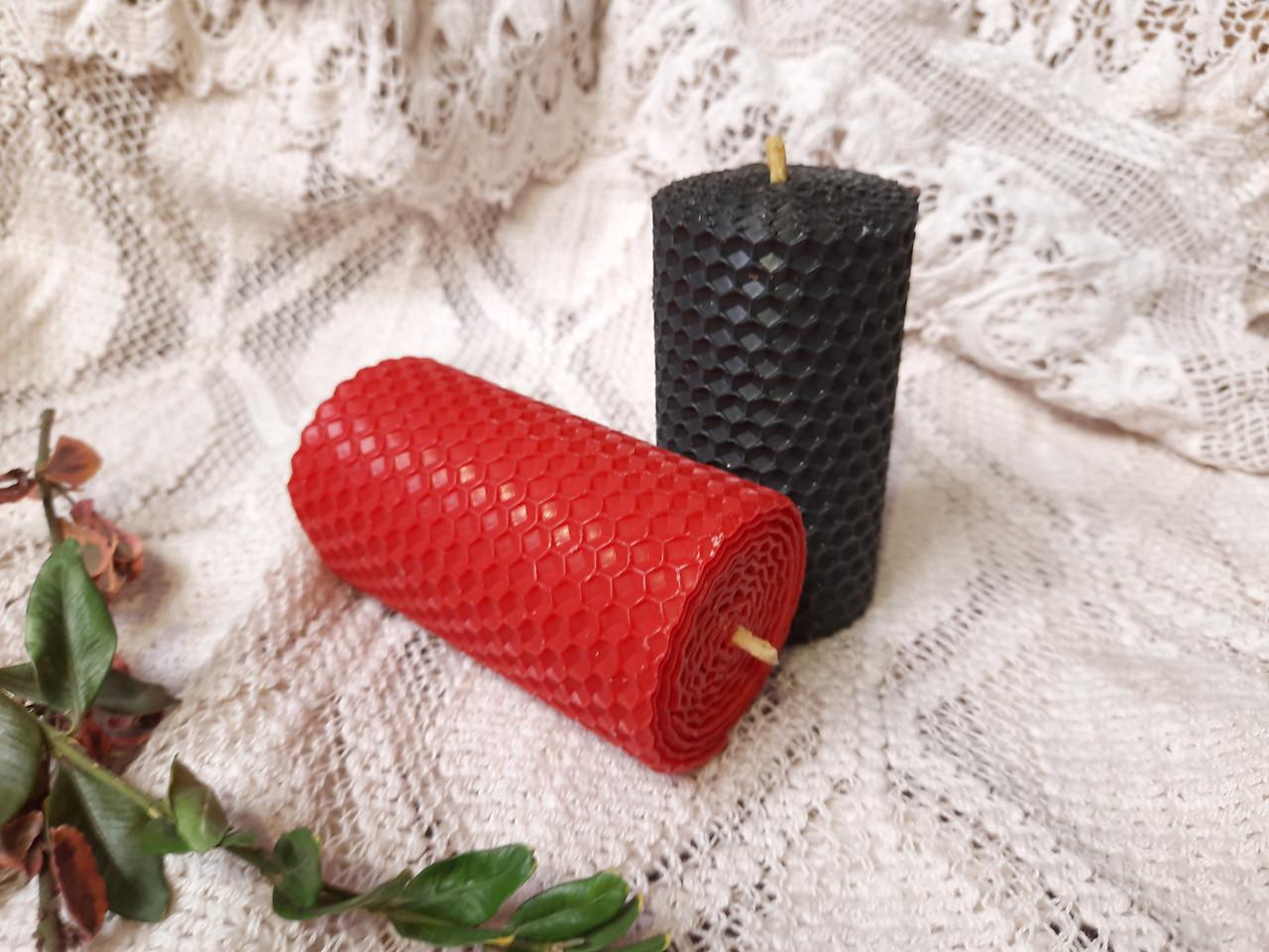 Набір свічок з кольорової вощини червоного та чорного кольору