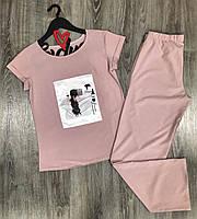 Легкий комплект одежды для отдыха футболка с рисунком и штаны.