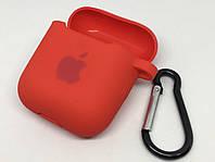 Силиконовый чехол для AirPods 1 2 с карабином и заглушкой красный