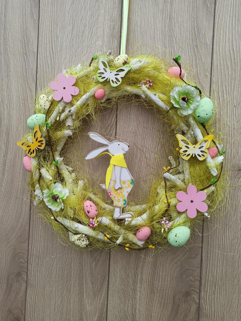 Великодній вінок з пасхальним зайцем (кроликом) як декор на двері, вітрину, стіну.