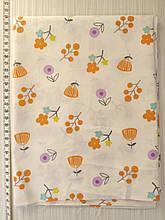 Отрез сатина Оранжевые цветы на молочном фоне 40*50 см
