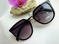 Стильные солнцезащитные женские очки черного цвета классические (0690)