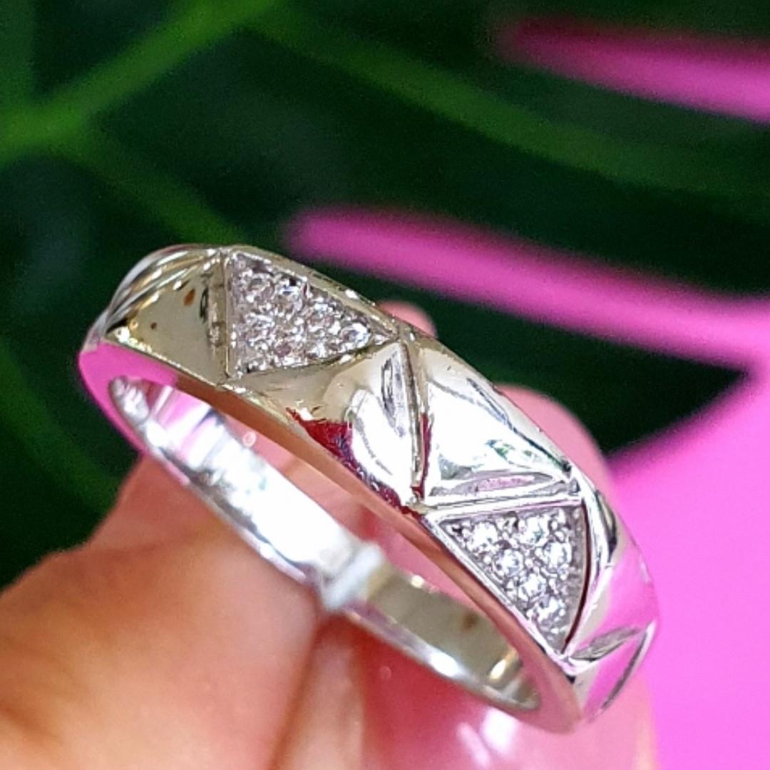 Серебряное кольцо с цирконием Треугольнички