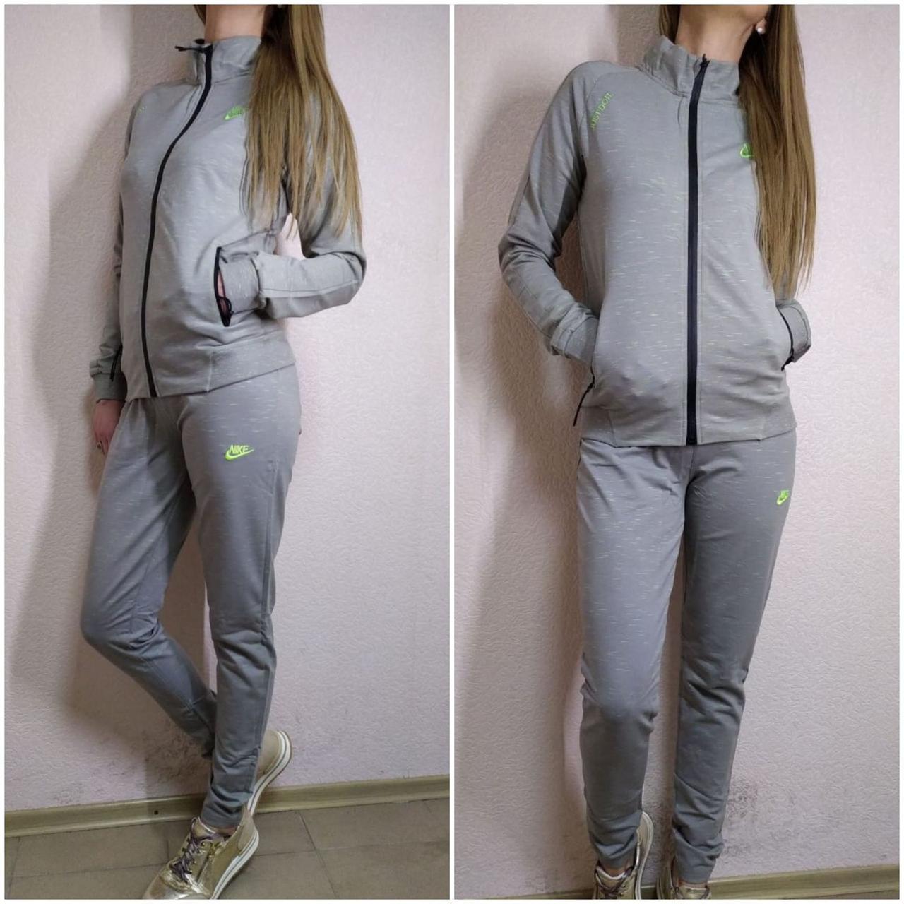 Женский спортивный костюм-двойка Nike