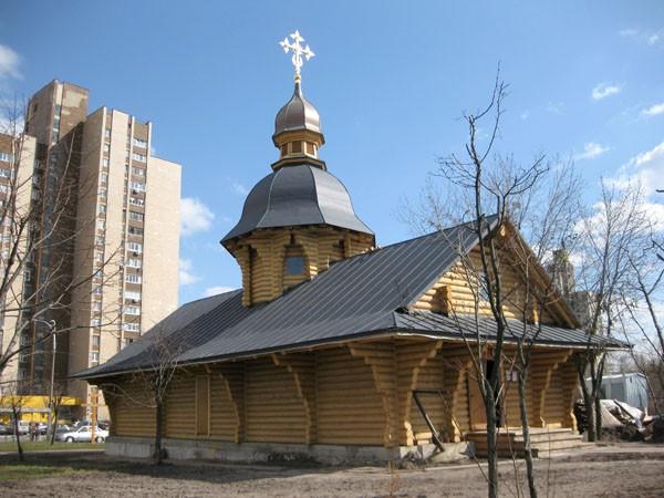 Церковь из оцилиндрованного бревна