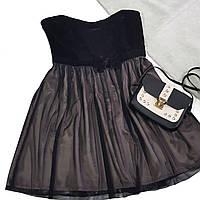 Коктейльное платье с сеткой на кофейном фоне