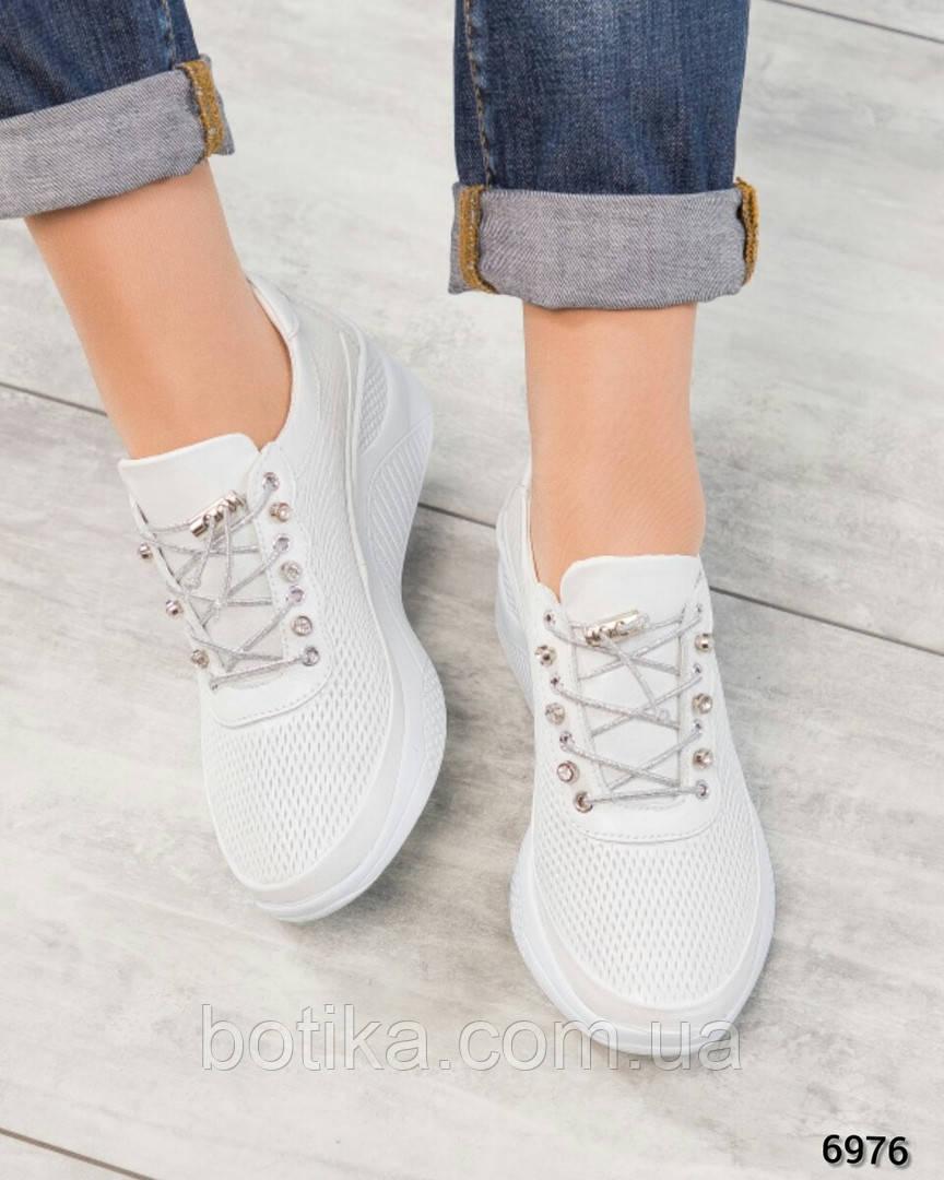 Стильные белые кроссовки женские кожаные