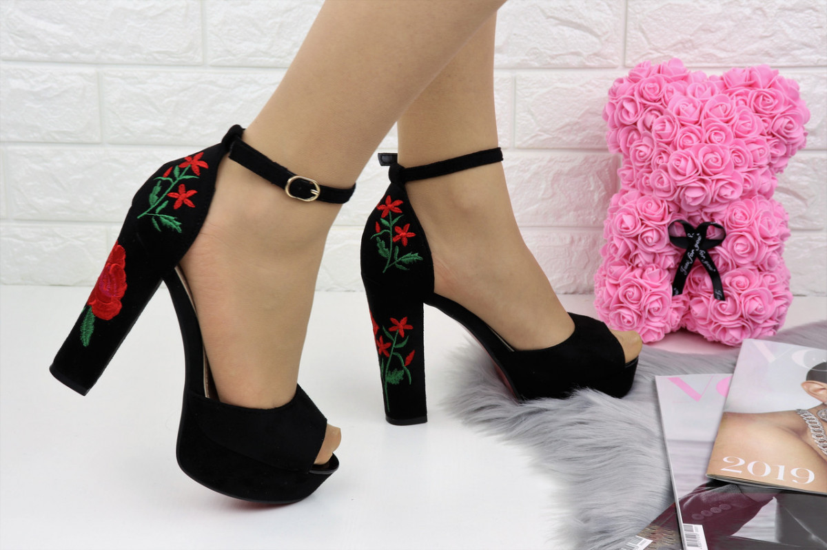 Женские стильные черные босоножки Camellia на каблуке 1123
