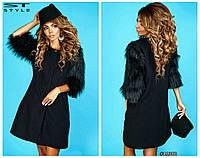 Женское пальто с мехом на рукавах