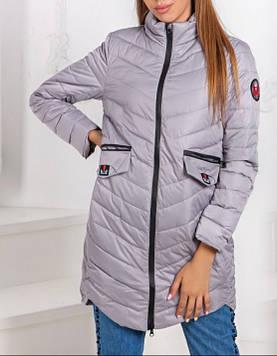 Легкая весенняя стеганая женская удлиненная куртка.
