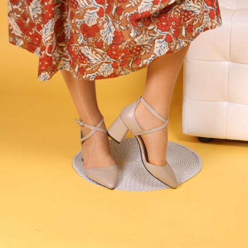 Жіночі бежеві туфлі шкіряні на середньому каблуці. Натуральна шкіра, колір на вибір.