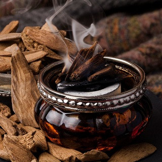 Ценный парфюмерный компонент - удовое масло