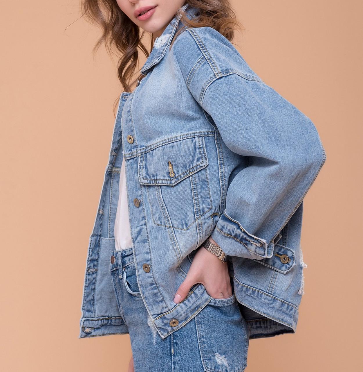Женская джинсовая куртка рванная