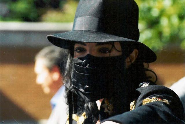 Король поп-музики в масці