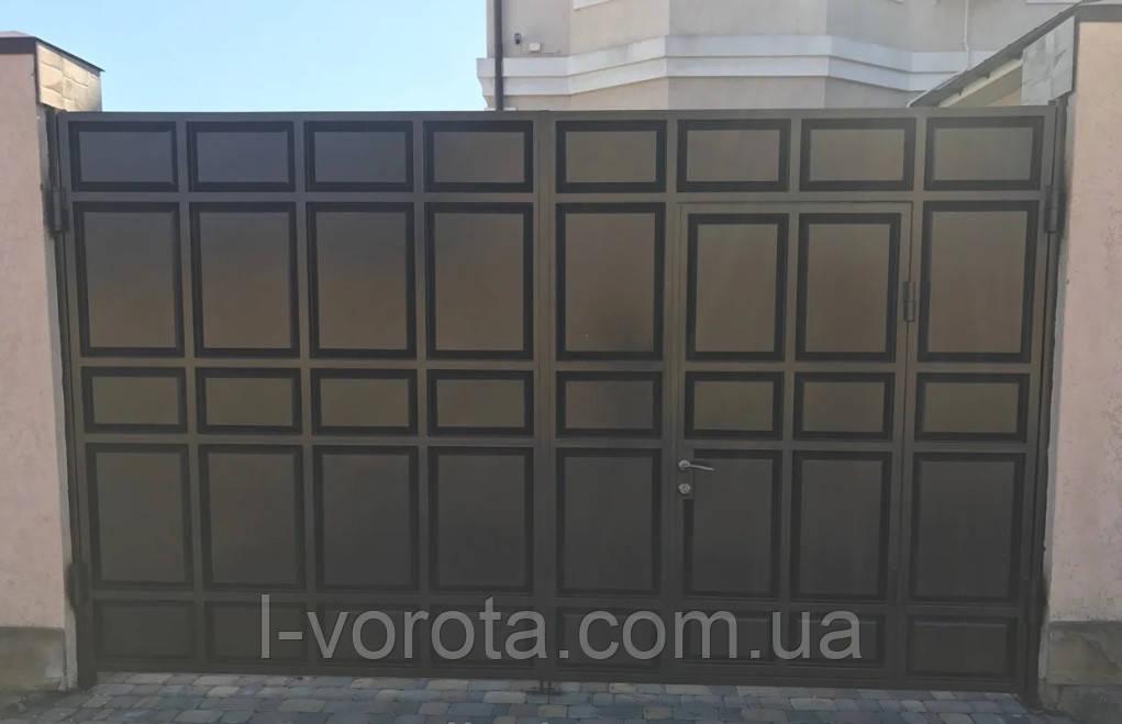 Распашные филенчатые ворота ш4000, в2200 с калиткой в полотне ворот (с узким полем и асимметричными филенками)
