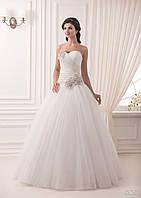 Шикарное свадебное платье с цветами из кристаллов