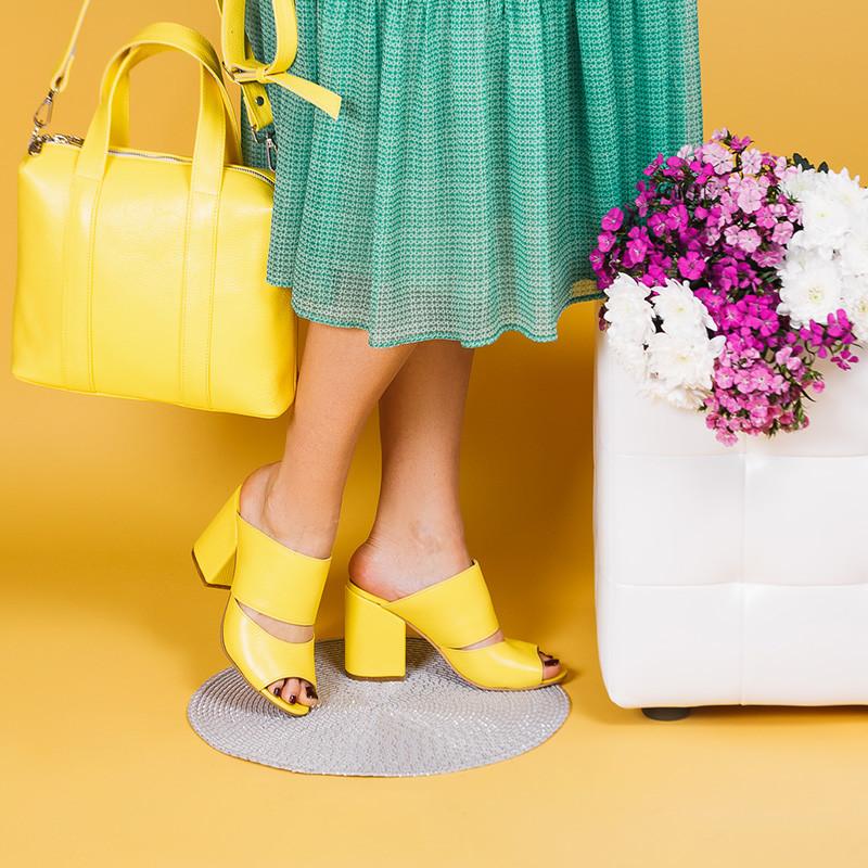 Шлепанцы желтые кожаные на каблуке 9 см