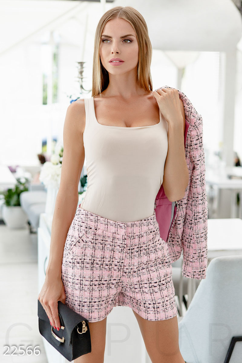 Деловые шорты букле розовые