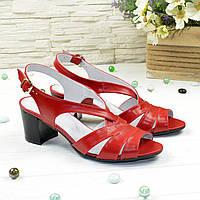 Босоножки женские кожаные на невысоком устойчивом каблуке, цвет красный