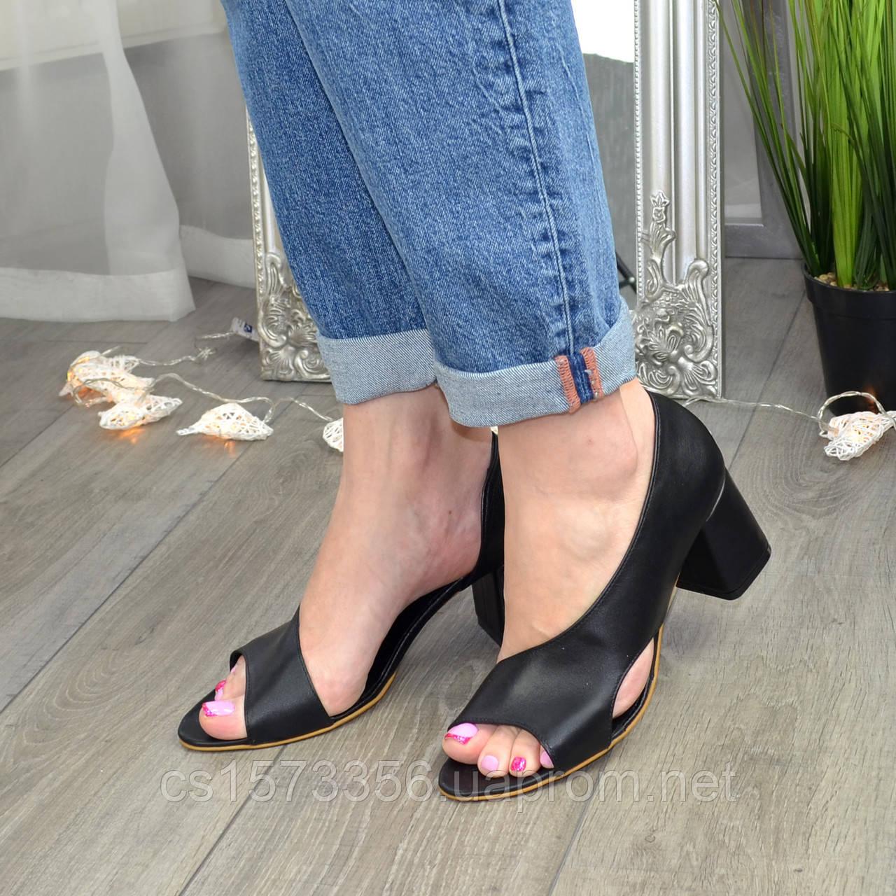 Женские кожаные черные босоножки на устойчивом каблуке