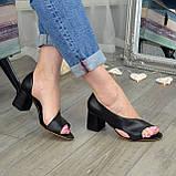 Женские кожаные черные босоножки на устойчивом каблуке, фото 4