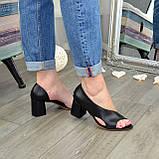 Женские кожаные черные босоножки на устойчивом каблуке, фото 5