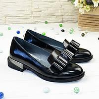 Туфли женские лаковые на маленьком каблуке, декорированы бантом
