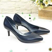 Женские кожаные туфли на невысокой шпильке, цвет синий