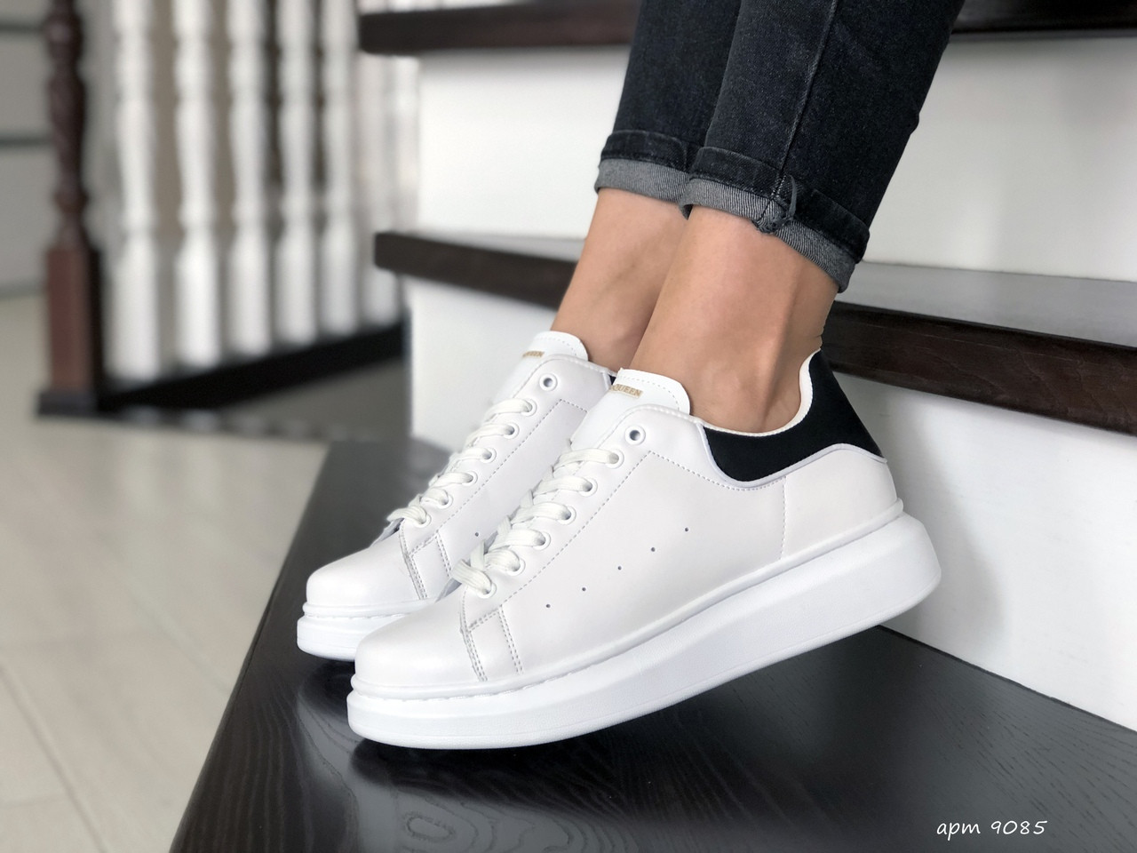 Кроссовки женские,подростковые Alexander McQueen  ,белые с черным