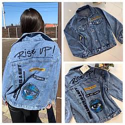 Крутая женская синяя джинсовка с принтом