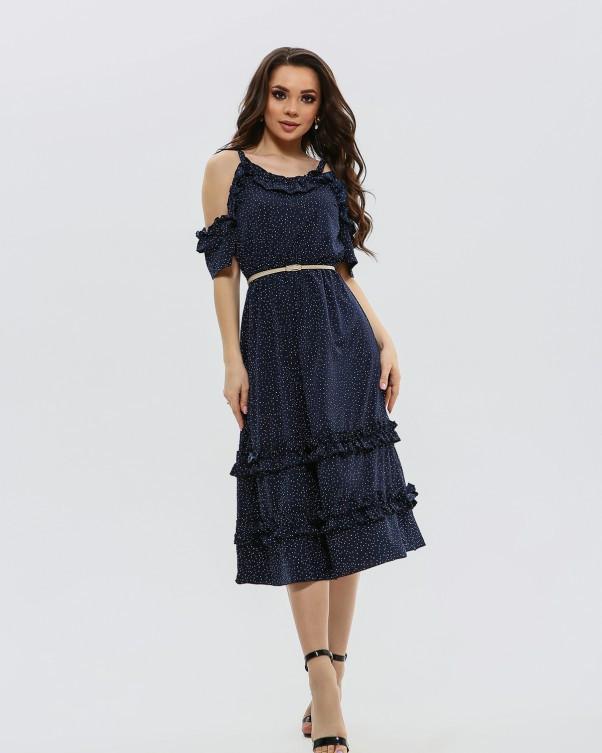 Темно-синее в горошек приталенное платье с рюшами