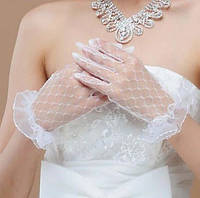 Белые кружевные перчатки для праздника