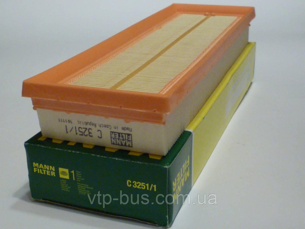 Воздушный фильтр на Рено Трафик / Opel Vivaro 1.9dCi (2001-2006) MANN-FILTER (Германия) C3251/1