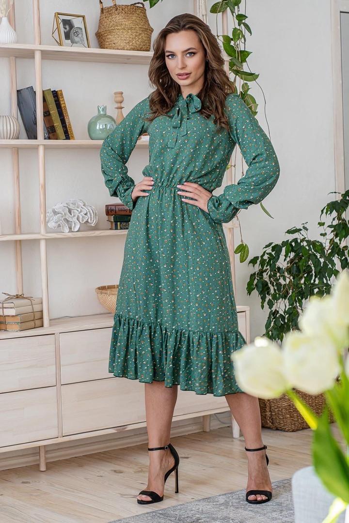 Платье летнее женское цветочное с длинным рукавом и воланом светло-зеленое цветы на бледно-зеленом