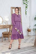 Платье сиреневое женское летнее свободное средней длины с бантом на горловине розовые цветы на темно-сиреневом, фото 3