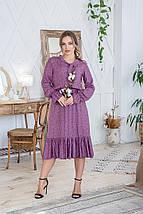 Платье сиреневое женское летнее свободное средней длины с бантом на горловине розовые цветы на темно-сиреневом, фото 2