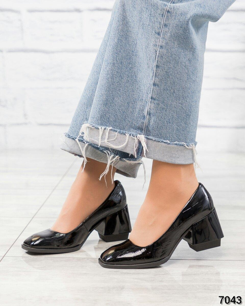Туфли на эксклюзивном каблуке женские черные лаковые
