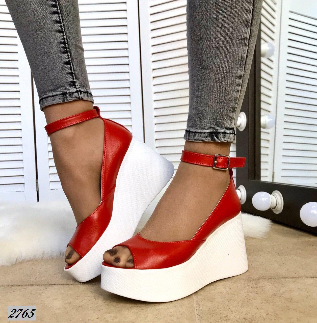 Туфли на платформе с ремешком. Размер 37 40