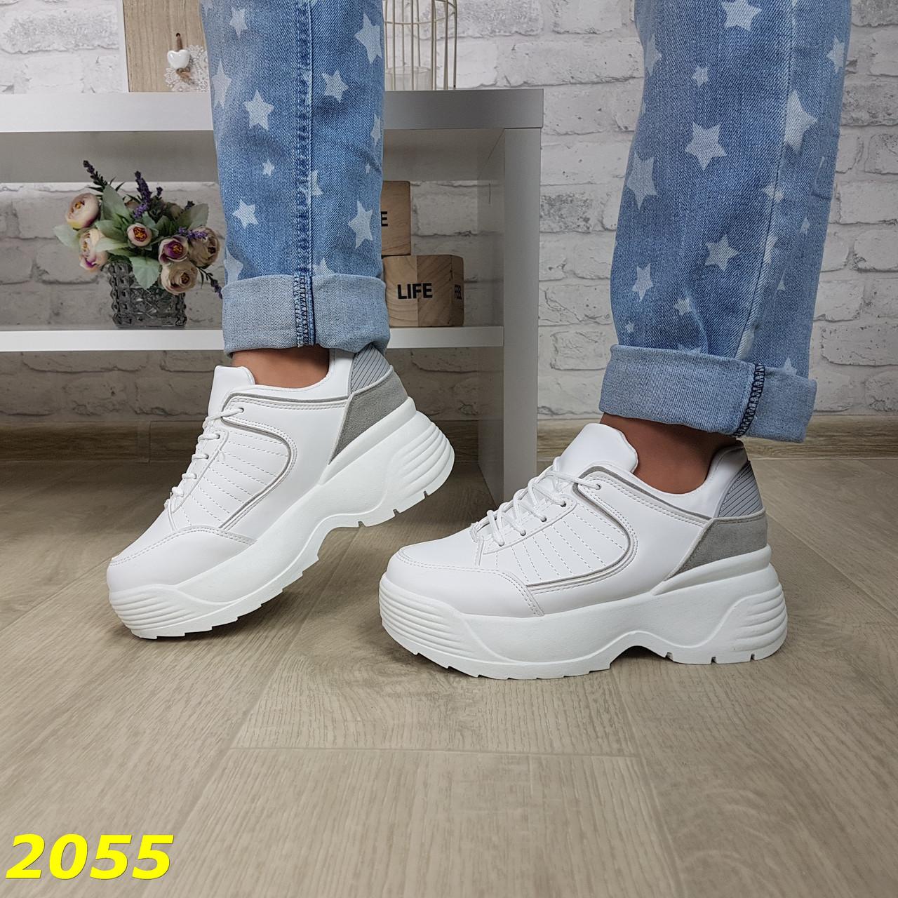 Кроссовки на высокой массивной подошве белые