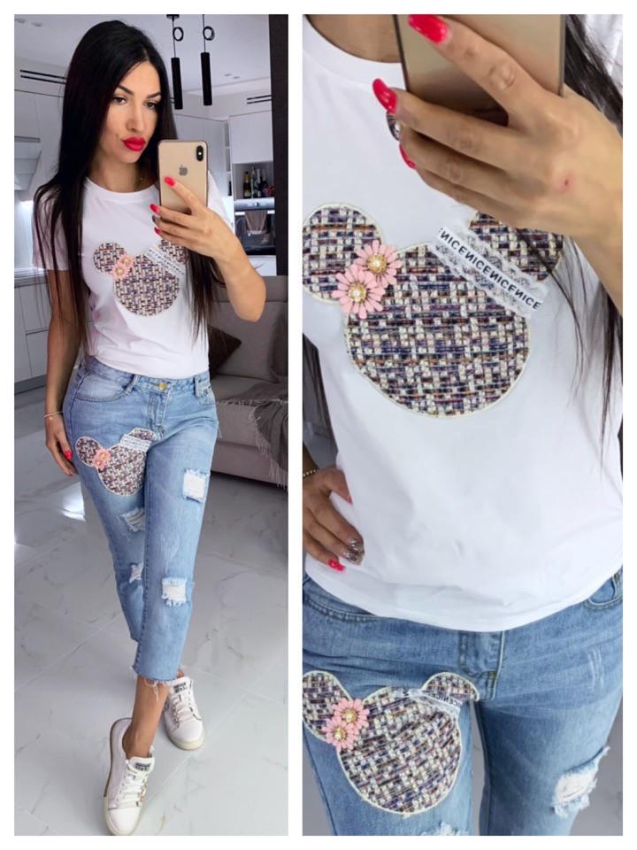 Женский модный костюм: футболка и джинсы