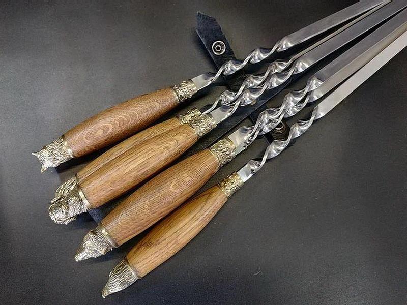 """Подарунковий набір шампурів з дерев'яними ручками """"Лісові звірі"""" в шкіряному сагайдаку"""