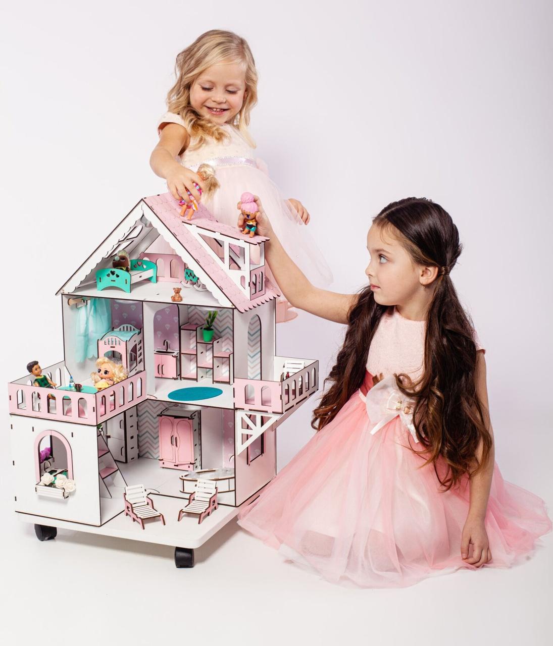 """""""МИНИ КОТТЕДЖ"""" кукольный домик NestWood для LOL на подставке с колесами, без мебели, розовый"""