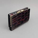 Гаманець жіночий маленький шкіряний 131-10840 лаковий чорний з бордовим відливом, фото 5