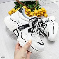 Трендовые черно белые женские кроссовки на высокой подошве