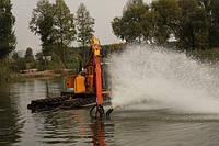 Копка и очистка озер, рек от иловых отложений самоходным земснарядом-амфибией.