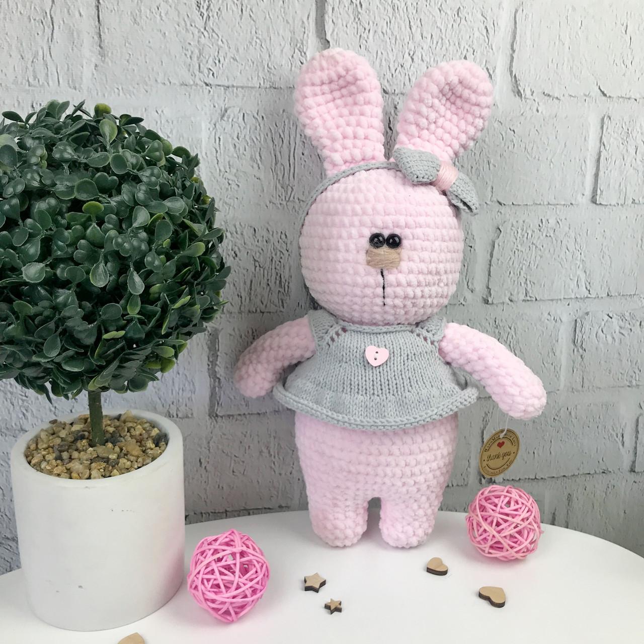 Мягкая вязаная игрушка ручной работы «Розовый зайчик»